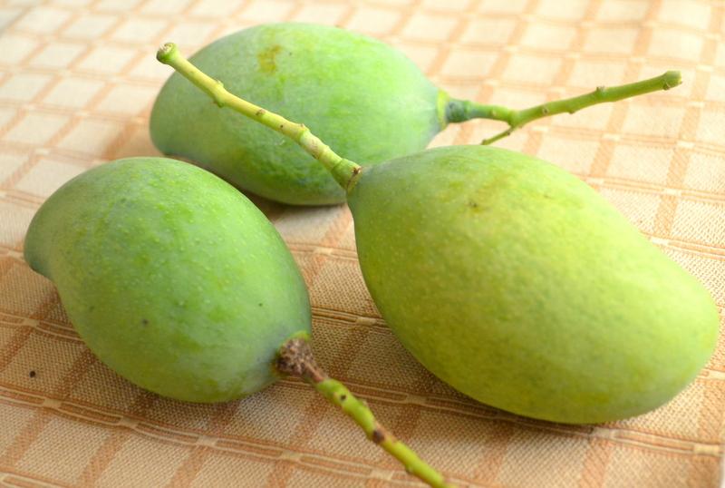 how to cut a green mango