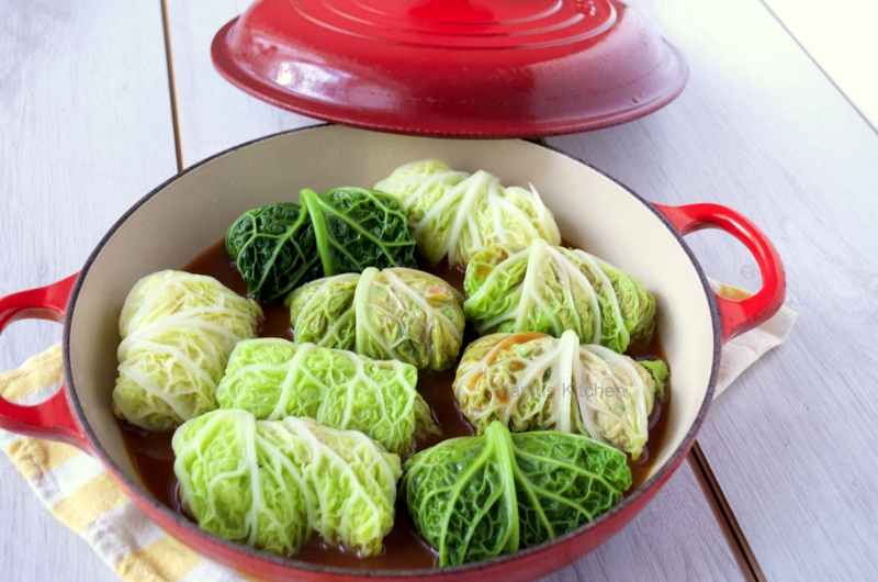 Stuffed cabbage with spiced lamb