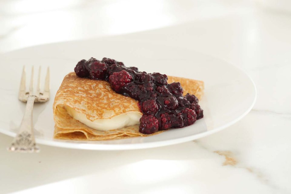 Whole meal crepe with blackberry